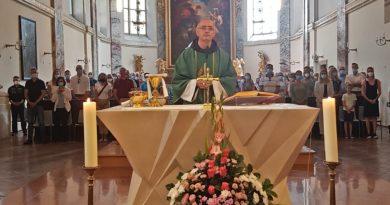 Danas na svim svetim misama predstavljen je fra Marko Vuković, novi dušobrižnik na službi u našoj Misiji